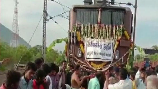 Train carries 25 lakh litres of water to Chennai
