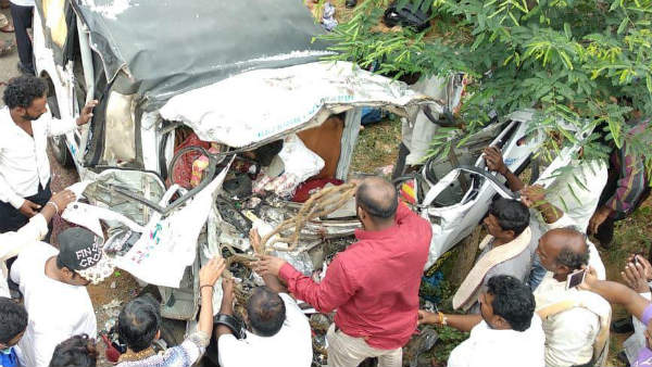11 people died in a tragic accident in Murugmalla near Chinthamani.