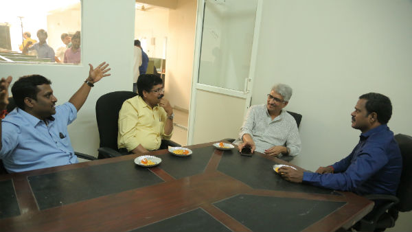 Allam Narayana and Amar visit One India Telugu new office