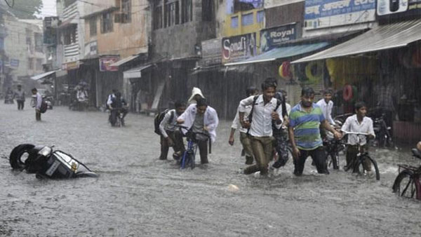 Heavy rains hit Uttar Pradesh,Lightning Kills 32