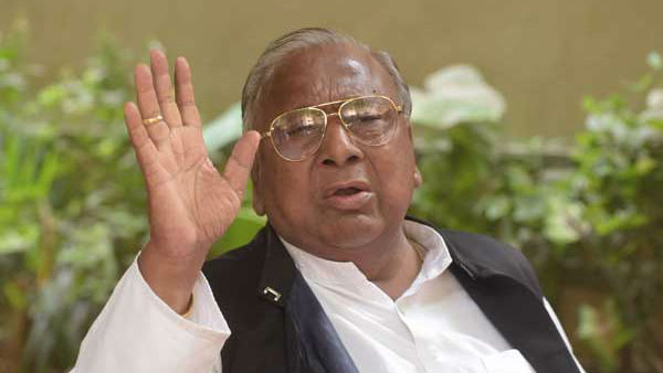 Congress Leader V Hanumantha Rao accused on own party leaders