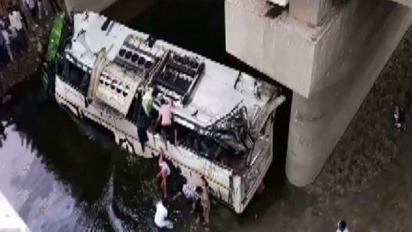 29 people dead as bus fell in to drain