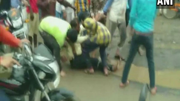 twelve person attacked on one person in madhya pradesh