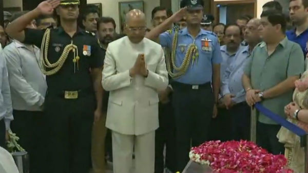 President Kovind, Amit Shah reach home to pay tributes
