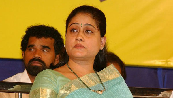 vijayashanti sensational comments on party change