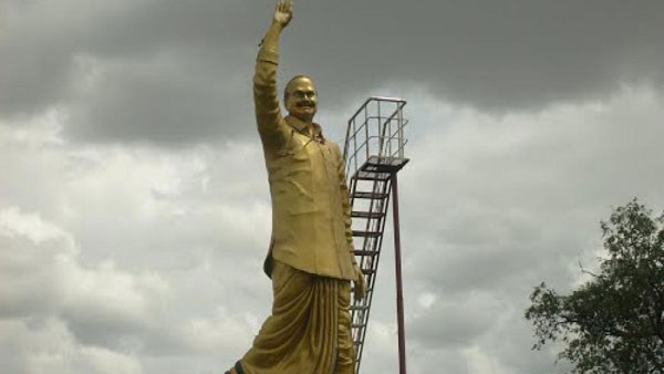 YS statue destroyed in Guntur district ... Tension in village
