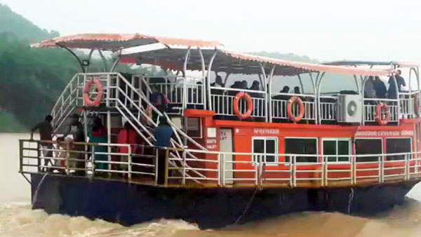 NDRF team escapes from the boat accident in Godavari today.