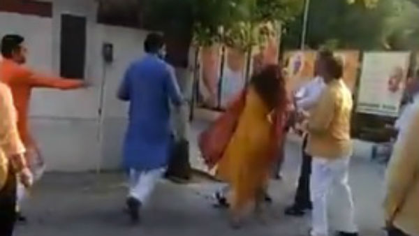 Delhi BJP leader Azad Singh slaps wife in Party office.