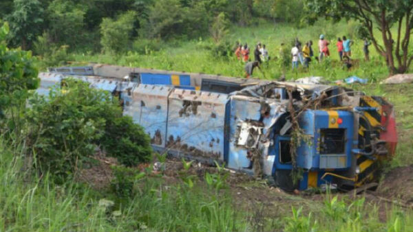 train derailed at dr congo.. 50 people dead