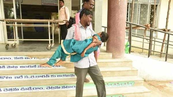 Telangana man forced to carry 7-yr-old daughters dead body as hospital refuses ambulance
