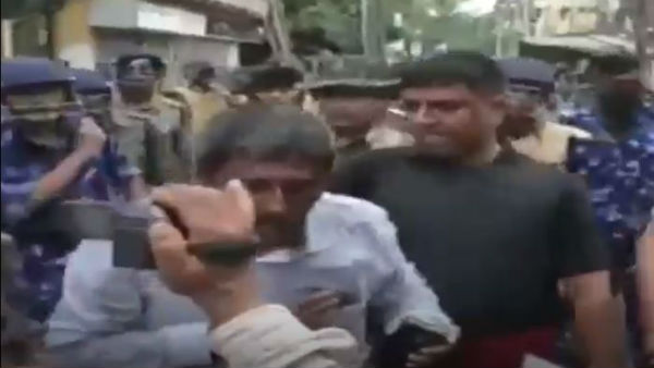 Bengal DCP slapped journalist during clashes at MP Arjun Singh residence