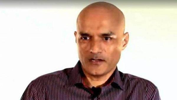 తొలిసారి: కుల్భూషణ్ జాదవ్ను కలిసిన భారత డిప్యూటీ హైకమిషనర్