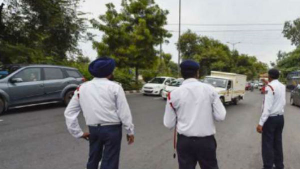 policemen were suspended for allowing Union minister vehicle go without verification
