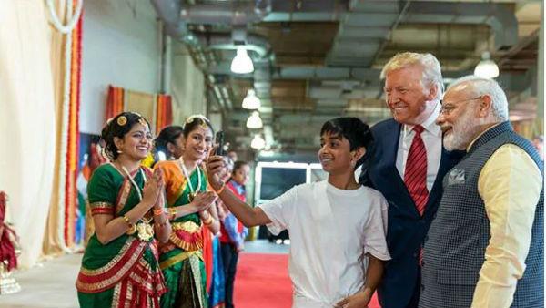 'లక్కీ బాయ్' వాట్ ఏ మూమెంట్: ప్రపంచ శక్తివంతమైన దేశాధినేతలతో బాలుడి సెల్ఫీ
