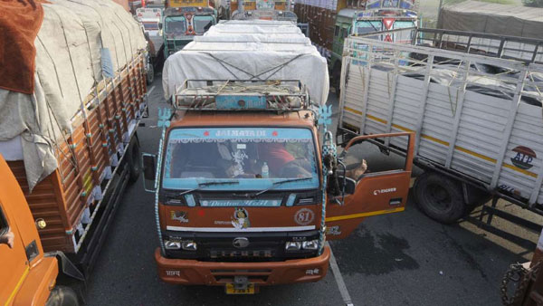Delhi Truck driver imposed heavy fine of Rs.2 lakh,for the first time ever