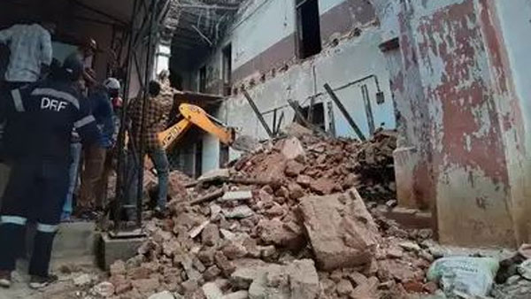 Heritage building collapses in nampally: Two injured