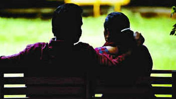 ఇంట్రెస్టింగ్: భర్త ఇక్కడుంటే భార్య మరొకరితో... కోర్టులో భర్తకు భారీ బహుమానం