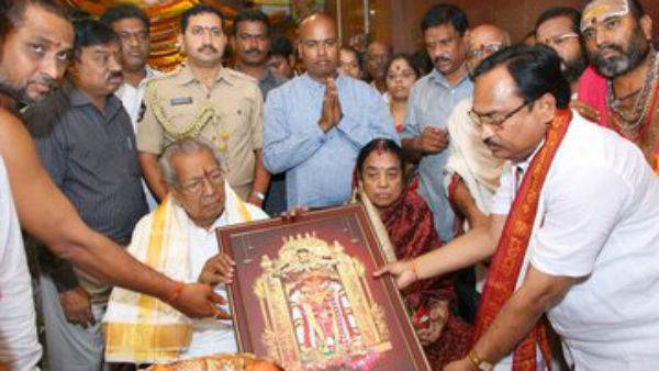 AP Governor Biswa Bhusan and Suprava Harichandan visited Durgamma temple at vijayawada during Dasara festival