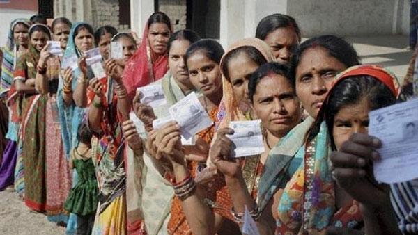 హుజూర్ నగర్ లో పోలింగ్ ప్రారంభం: బరిలో 28 మంది:  కాంగ్రెస్ ..టీఆర్ యస్ కు ప్రతిష్ఠాత్మకం..!