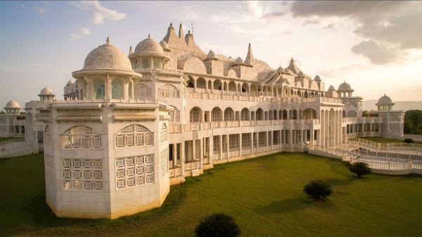 ఎల్ఐసీ ఏజెంట్-'కల్కి భగవాన్': లెక్కలేని ఆస్తులు రూ.500 కోట్లు, గుట్టలుగా నగదు, ఆభరణాలు, ఏం జరిగింది