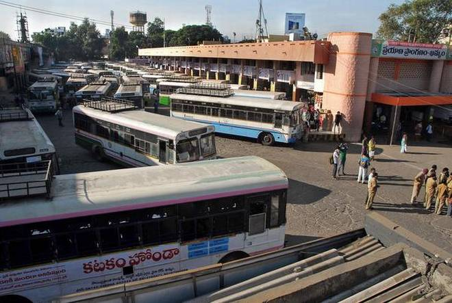 TSRTC strike furious at Khammam, Mayor Papalal faces huge protest