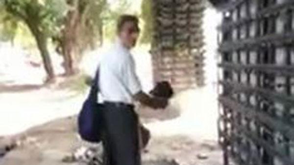 WATCH VIDEO : అలా వచ్చాడు.. ఇలా మాయం చేశాడు.. ఆ తాత ఏమి ఎత్తుకెళ్లాడంటే..!
