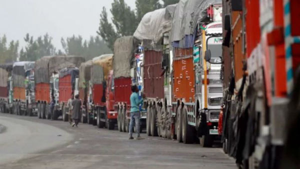 2 killed after terrorists target non-local truckers in Shopian