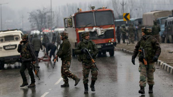 Terrorists attack with grenades in Anantnag, 10 injured
