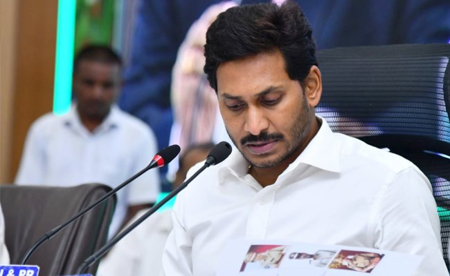 Central minister RK Sigh once again serious comments on AP Govt regarding PPAs review decision