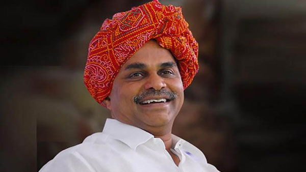 Govt planning to establish YSR statue near pullichintala project with height of 45 feet