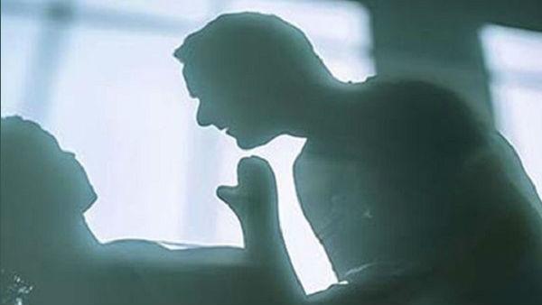 professor misbehave student:భార్య ఇంట్లో లేదు, విద్యార్థినికి వార్డెన్ ఫోన్.. బర్త్ డే అని...