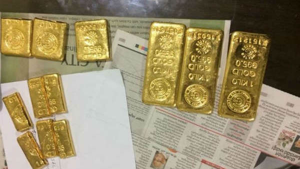 5.6 kg of gold in that flight toilet ... Rs. 2. 24 crores worth gold seized customs officials