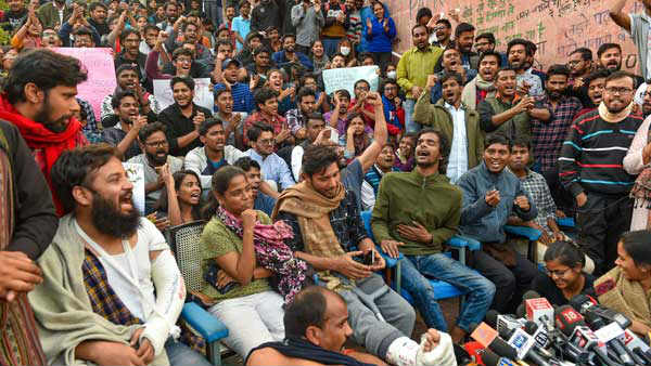 JNU strike:High level committee recommends 50% rollback of fees,25% extra to BPL students