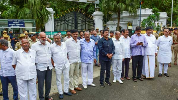 Disqualified MLAs of Karnataka to visit New Delhi today