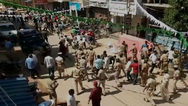 Karnataka: Police Lathi Charge at Davanagere for violation of eid milad peace resolution