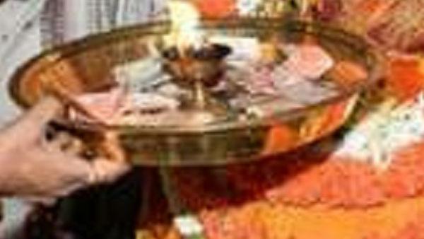 రేప్ కేసు, టీవీ చానల్స్ లో ప్రసారం చేస్తాం రూ. 70 లక్షలు, బ్లాక్ మెయిల్, పూజారి పరువు !