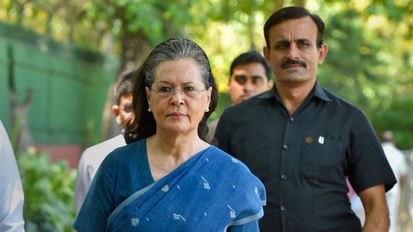 శివసేనతో దోస్తీకి సోనియా గ్రీన్ సిగ్నల్..   ప్రభుత్వ ఏర్పాటుపై విడివిడి సమావేశాలు