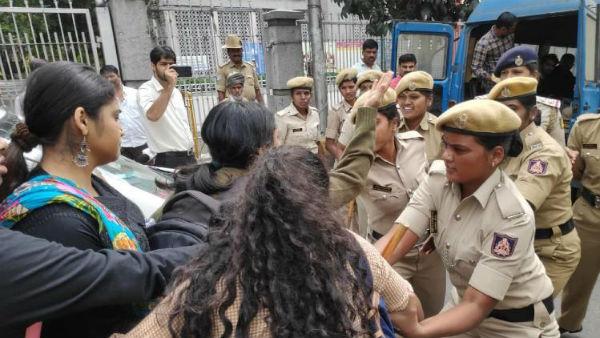HCU: రణరంగంగా ఎగ్జిబిషన్ గ్రౌండ్స్: హైదరాబాద్ సెంట్రల్ వర్శిటీ విద్యార్థుల అరెస్ట్: వందమందికి పైగా.