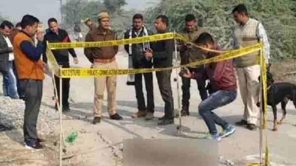 హైదరాబాద్లో ఎన్కౌంటర్ చేసినట్లుగా ఉన్నావ్ నిందితులను కాల్చిపారేయాలి: బాధితురాలి తండ్రి