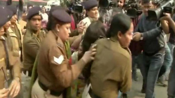 Unnao rape case protest:Woman throws Petrol on her 6 year old girl