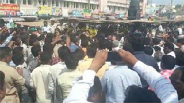 39వ రోజు కొనసాగుతున్న అమరావతి పోరు ... తెనాలిలో దీక్షా శిబిరంపై వైసీపీ దాడి..ఉద్రిక్తత