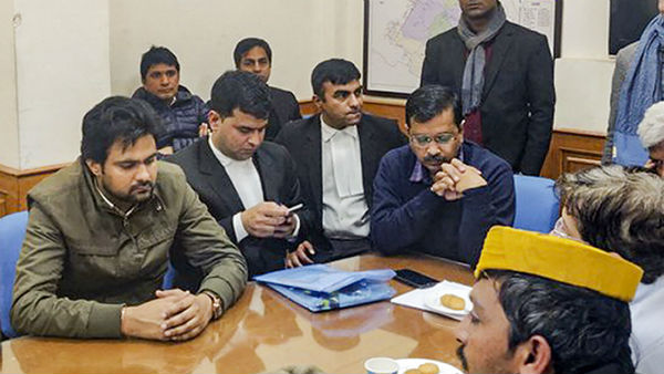 After More Than 6-Hour Wait, Kejriwal Files Nomination on Deadline Day