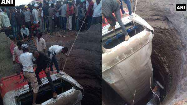 Nashik 20 Killed As Bus Autorickshaw Fall In Well After Crash