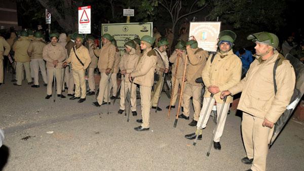 JNU Violence: ఢిల్లీ పోలీసులపై ముప్పేట దాడి: వారి తీరుకు సిగ్గుపడుతున్నా: సీనియర్ అడ్వొకేట్