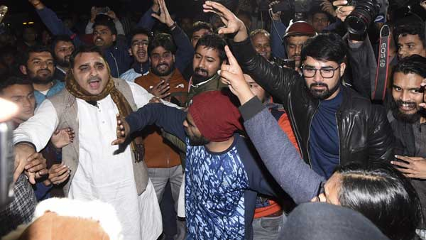 JNU attack: Delhi Police get vital clues on masked attackers, may crack case soon