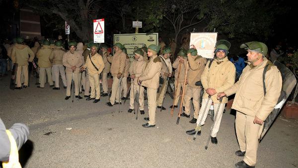 JNU Violence:సీసీ ఫుటేజీల ఆధారంగా ఎఫ్ఐఆర్ నమోదు చేసిన పోలీసులు