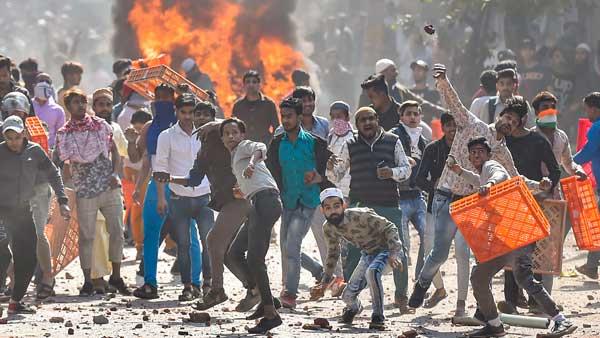 delhi clashes: ఆదేశాల కోసం చూడొద్దు, విధులు నిర్వర్తించడమే ఫస్ట్ ప్రయారిటీ, ఢిల్లీ అల్లర్లపై HC