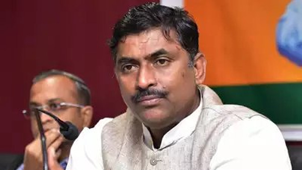 ycp tdp dna are same bjp leader muralidhar rao