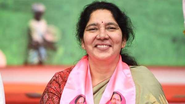Minister Satyavathi Rathod convoy has been attacked in in Medaram