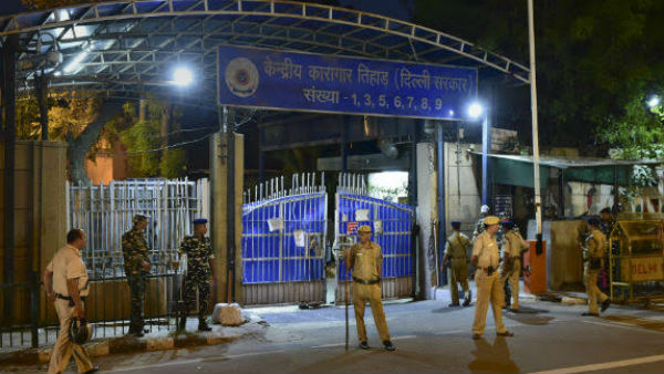 man hangs self from toilet grille in Tihar jail